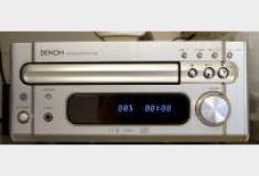 音響設備:CDアンプチューナー+壁付小型スピーカー